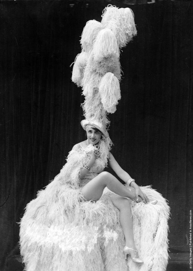 cabaret-dancers-4