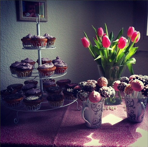 cupcakes pink and tulips
