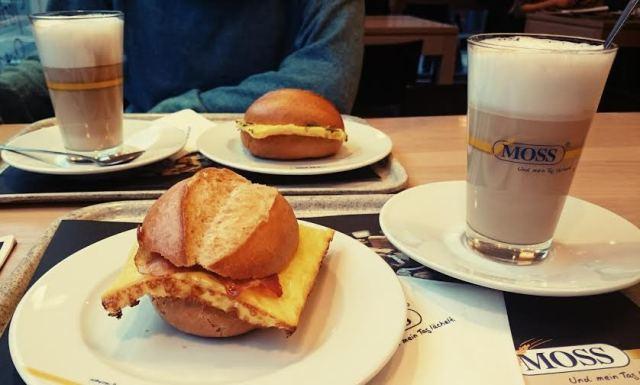 Nachdem ich beim Arzt fertig war gab es ein leckeres Frühstück beim Bäcker mit der Lieblings-Nachbarin.