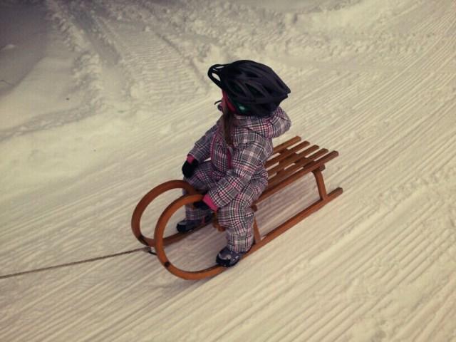Schlitten fahren mit Helm