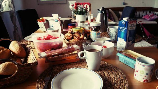 Muttertagsfrühstück für meine Mama...mit allem drum und dran natürlich.