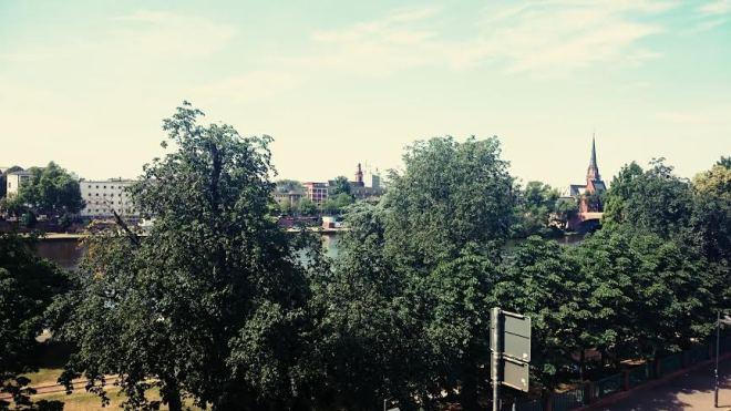 Unsere Aussicht heute morgen vom Balkon der Perlenpatentante... Frankfurt ist so schön!