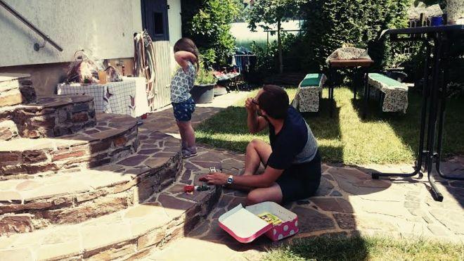 Bei den Freunden im Garten wurde erstmal gespielt...und natürlich alle aufgefordert doch mitzuspielen.