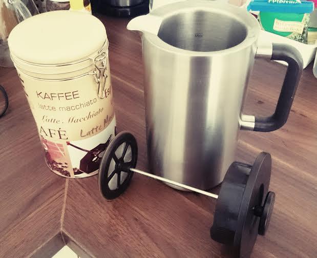 Nachdem die Perle mich netterweise hat ausschlafen lassen wird erstmal Kaffee gekocht. Natürlich mit meiner heißgeliebten Frenchpress.