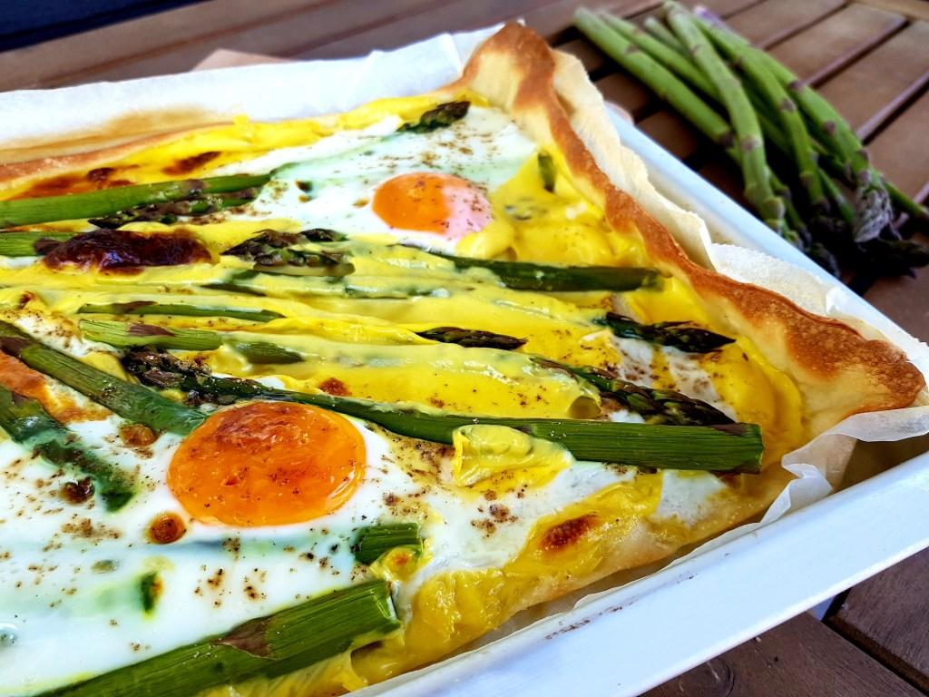 Leckerer und einfacher Flammkuchen mit Spargel und Ei, Rezept, Perlenmama