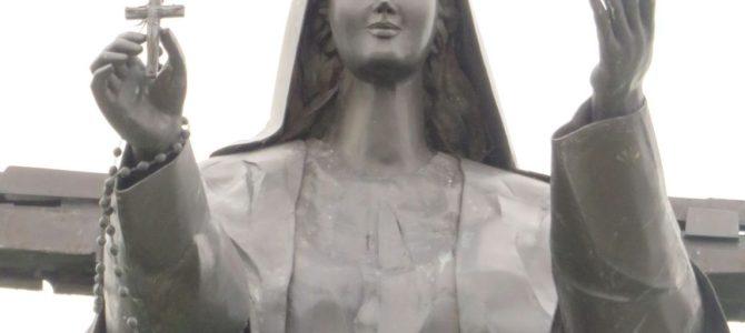 Figura Matki Bożej Królowej Świata w Domacynie