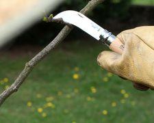 potrzebny dobry nóż niekoniecznie opinel :-)