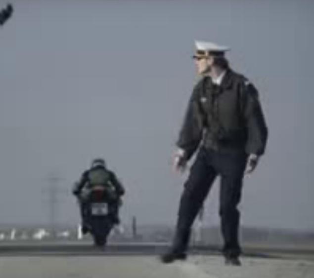 Iklan Kawasaki ZX-6R Kocak, Saat Polisi Berbeda Pandangan Dengan Bikers..!!