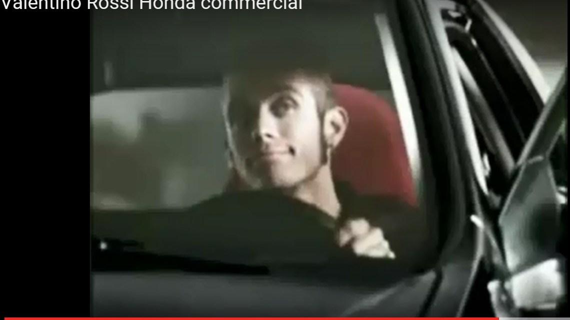 Begini Jadinya Kalau Velentino Rossi Jadi Bintang Iklan Mobil..!!
