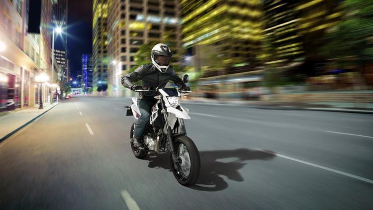 2014-Yamaha-WR125X-EU-Sports-White-Action-001