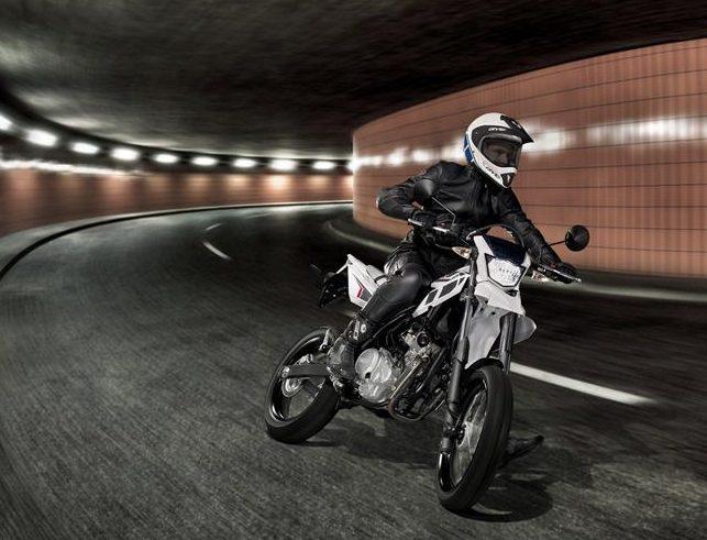 2014-Yamaha-WR125X-EU-Sports-White-Action-002