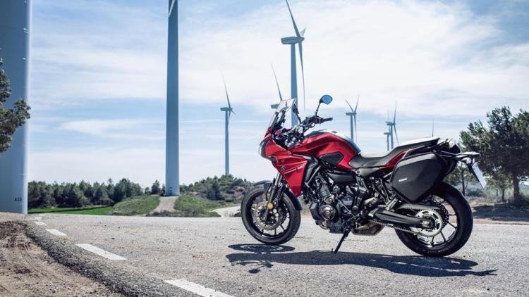 2016-yamaha-mt07tr-eu-radical-red-static-007