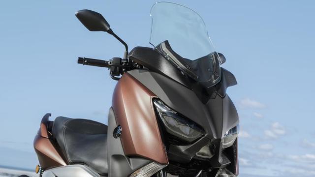 2017-Yamaha-X-MAX-300A-EU-Quasar-Bronze-Detail-001