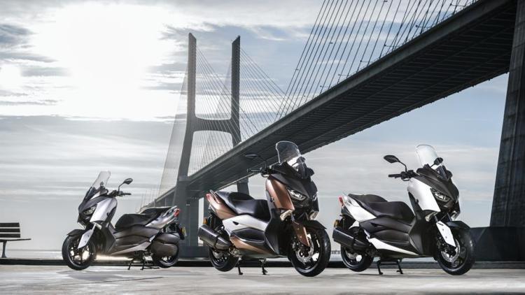 2017-Yamaha-X-MAX-300A-EU-Quasar-Bronze-Static-004