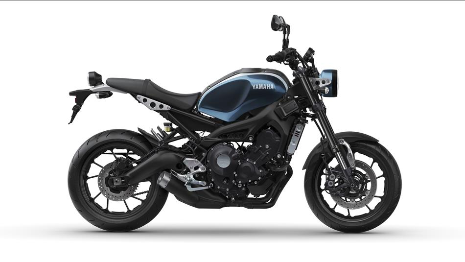 2017-Yamaha-XSR900-EU-Rock-Slate-Studio-002