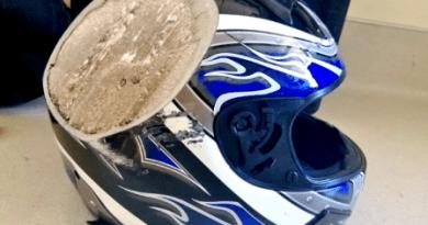 Helm replika mirip helm branded