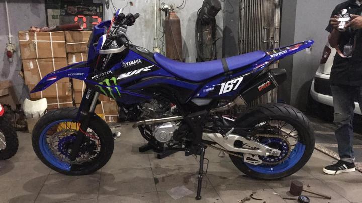 Modifikasi Yamaha WR155R Supermoto: Pakai Ban Gambot & Swing Arm Aprilia Bikin Ganteng!