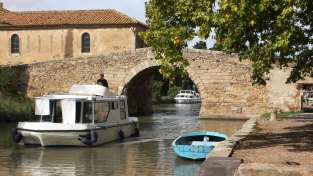 Bridge_over_Canal_du_Midi