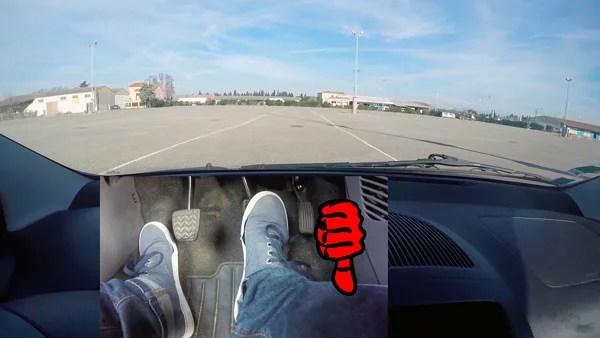 Freiner et s'arrêter en voiture quand on roule lentement