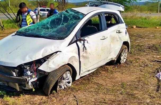 Homem capota carro diversas vezes em rodovia de acesso à Taquaritinga