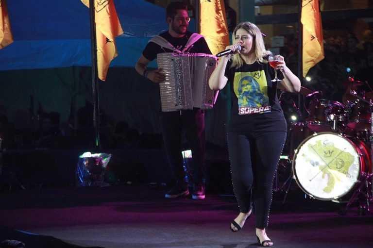 CONFUSÃO: Marília passa mal e sai do palco pra ser atendida às pressas