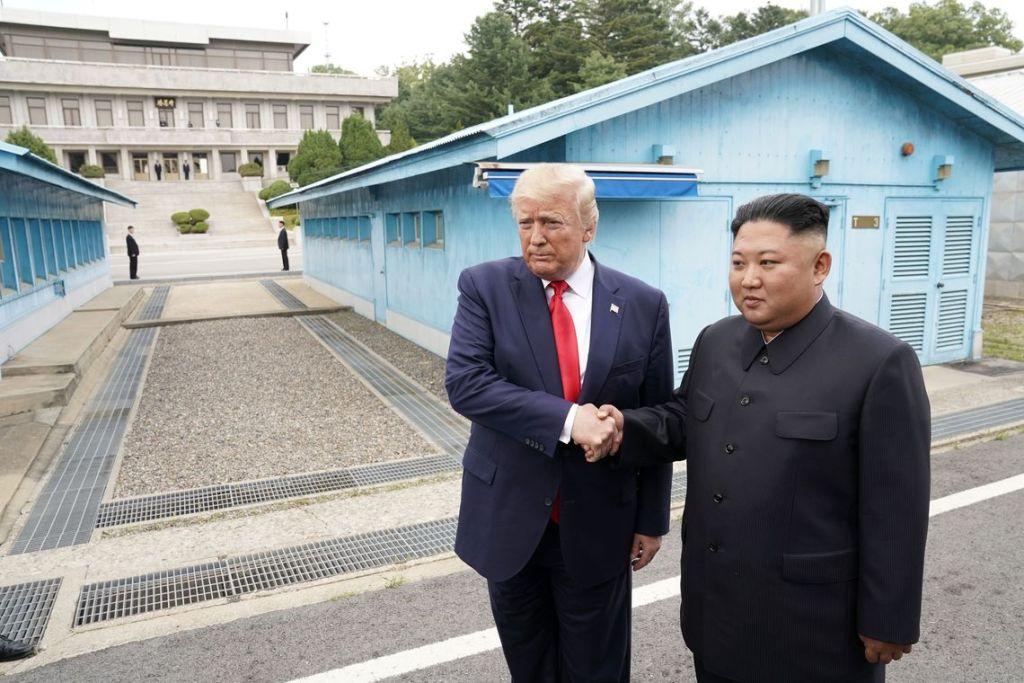 Trump cruza a fronteira e se encontra com líder da Coreia do Norte