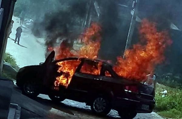 Carro pega fogo na COHAB 1 e chama atenção de moradores de Belo Jardim