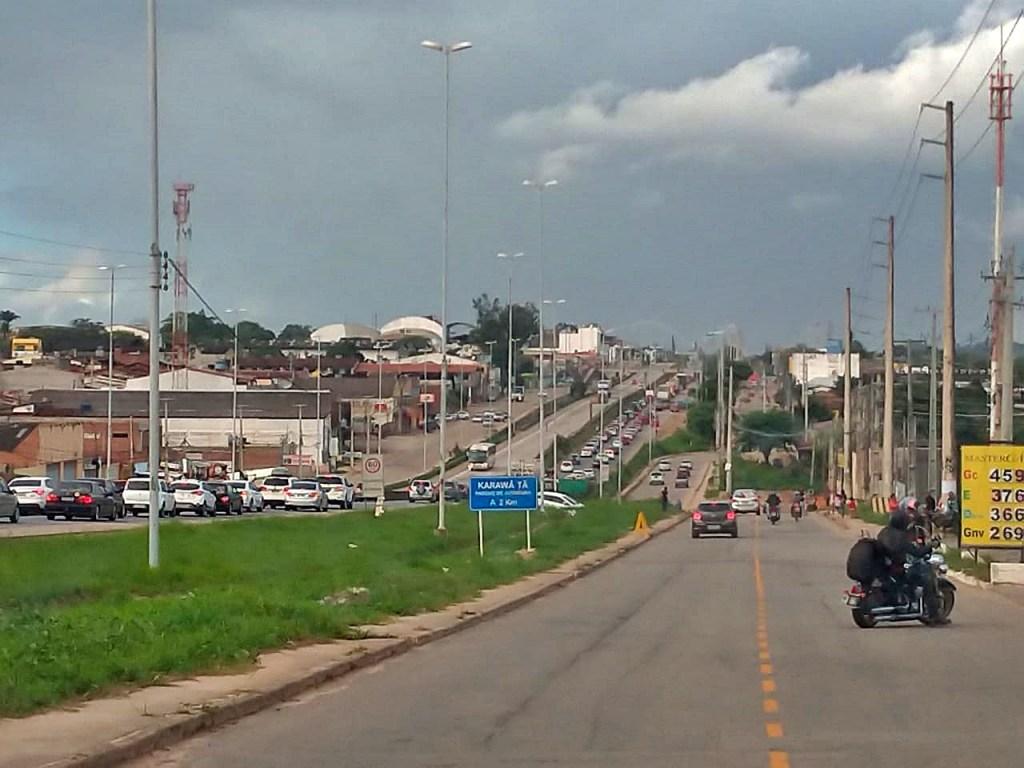 Congestionamento na BR-232 durante a volta pra casa do São João
