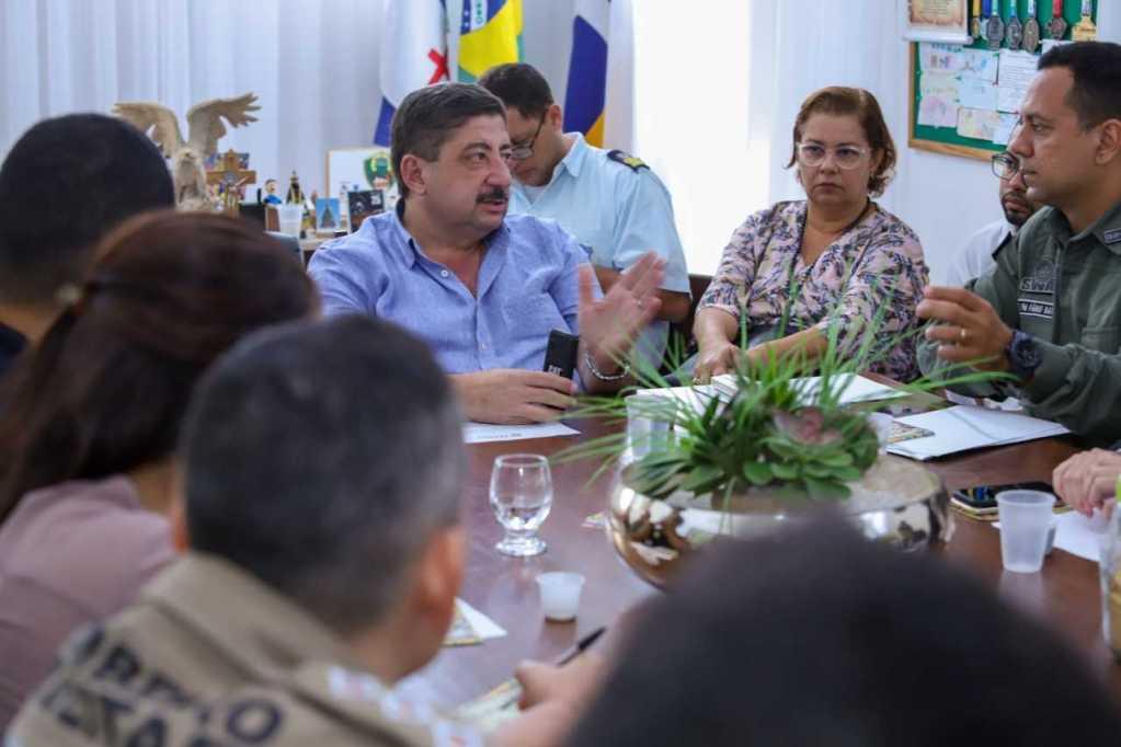 Prefeito reúne autoridades e debate esquema de segurança para o período junino em Gravatá