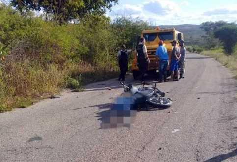 Motociclista morre após entrar em conflito com carro-forte que passava pela PE-219 Pernambuco Notícias
