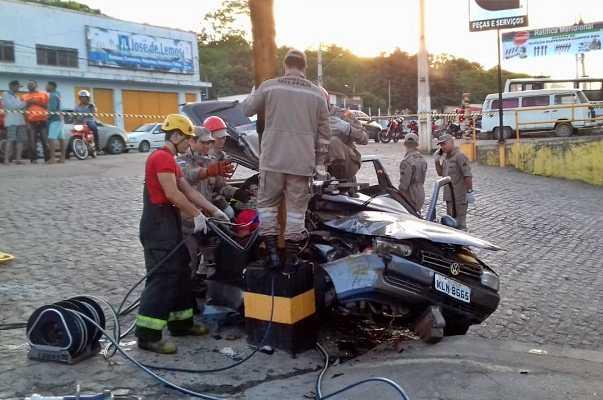 Duas pessoas ficam feridas em acidente registrado na madrugada em Vitória de Santo Antão