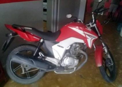 Motocicleta tomada de assalto na zona rural de Gravatá