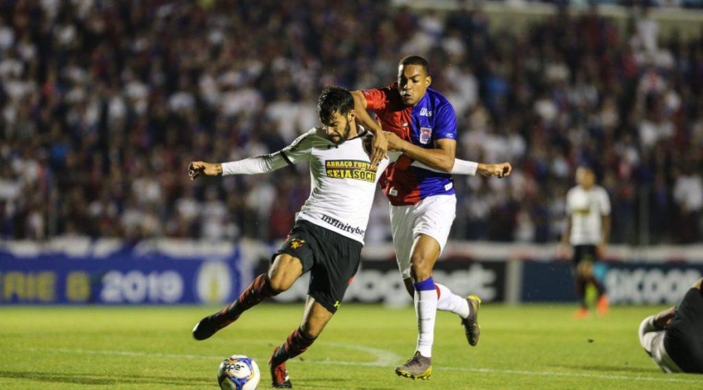 Leão mostra sua força e vence Paraná, fora de casa