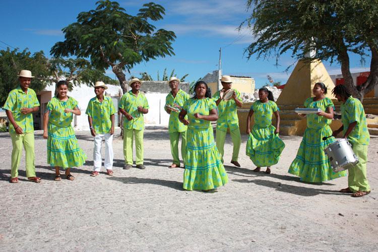 Projeto promove intercâmbio entre grupos culturais do sertão pernambucano