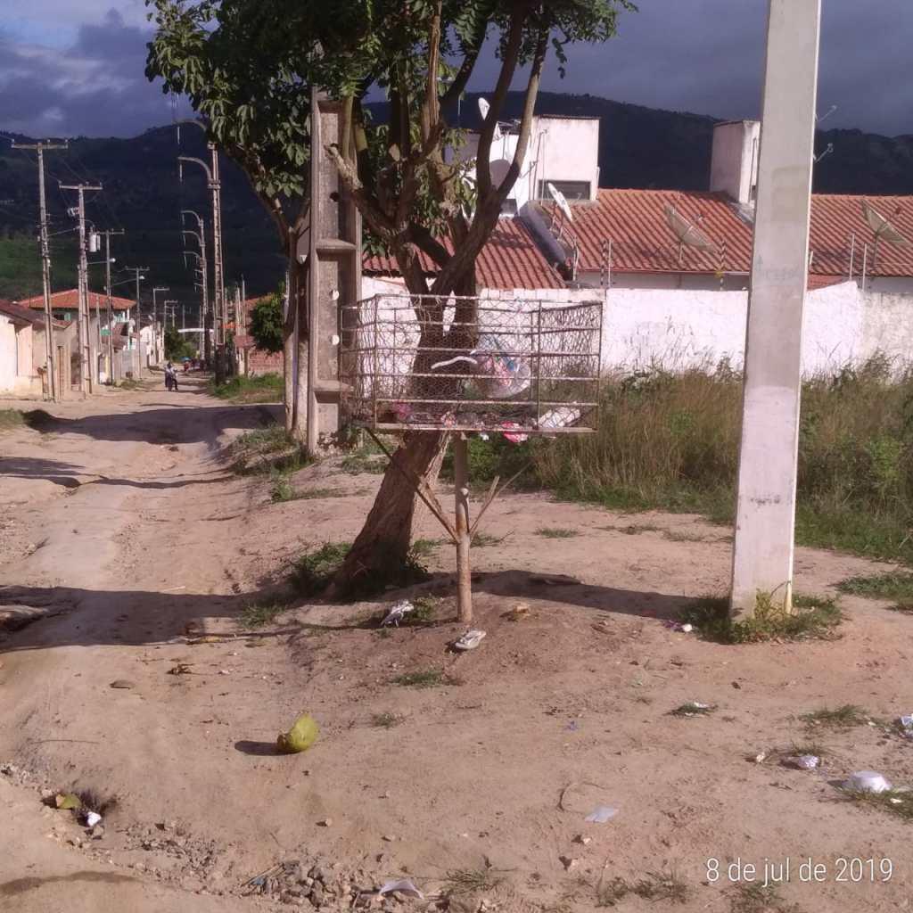 Após reportagem no site, prefeitura de Gravatá retira lixo do Riacho do Mel