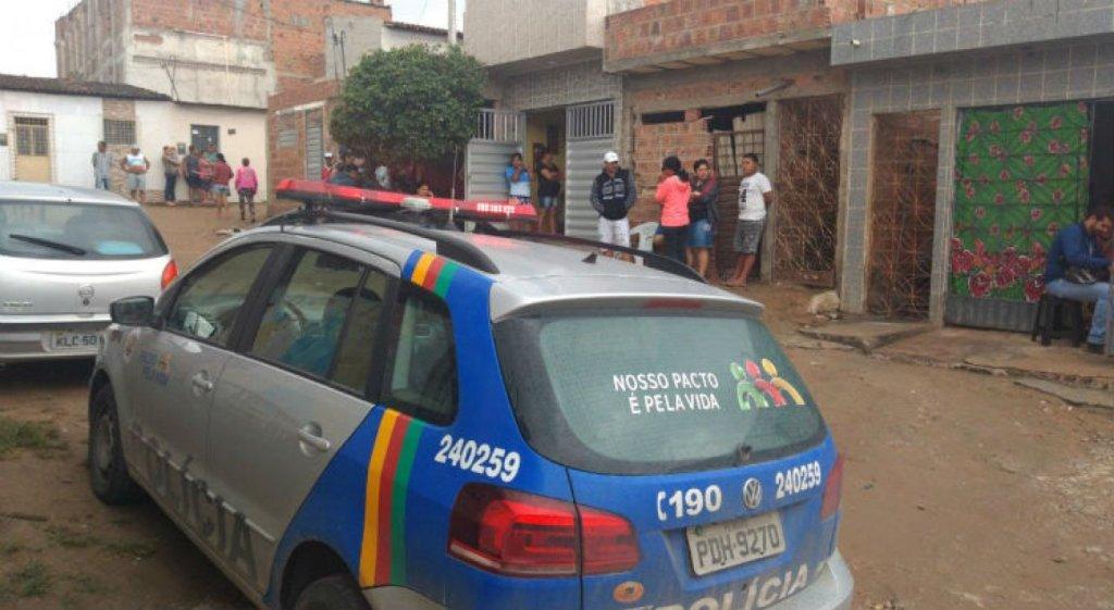 Mulher encontrada morta dentro de casa em Caruaru; vítima foi agredida um dia antes