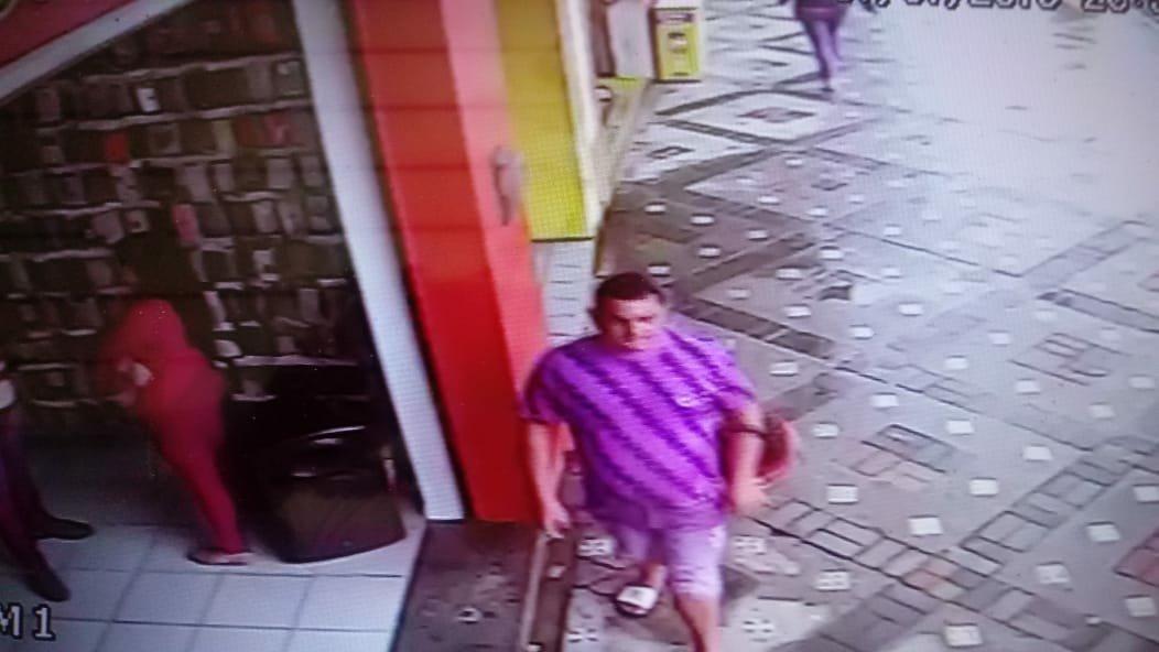 Veja foto de homem que furtou moto no centro de Gravatá nesta segunda-feira (1)