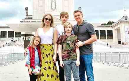 Em Portugal, Luciano Huck e Angélica agradecem saúde do filho acidentado