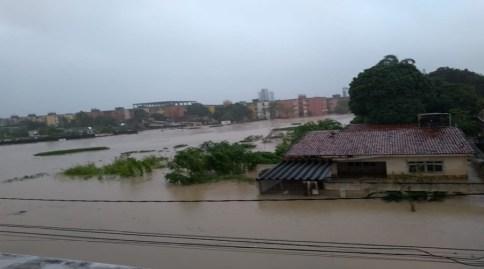 Sobe para 09 o número de pessoas mortas pelas chuvas no Grande Recife
