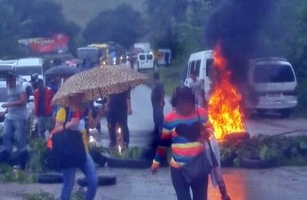 Manifestantes fecham rodovia PE-126 no interior de Pernambuco
