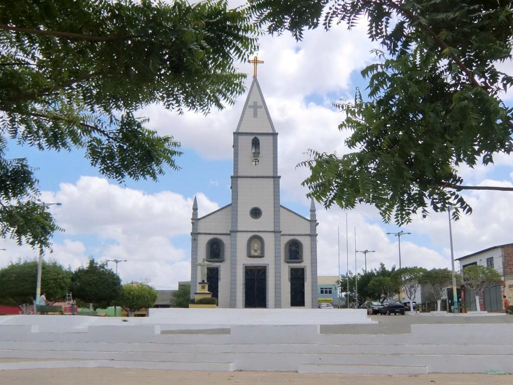 BRASIL: Morto 'aperta mão' da esposa no caixão e família para o velório
