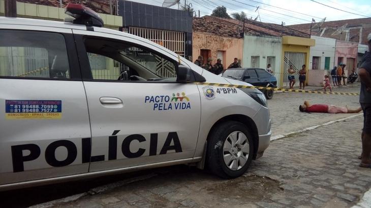 Homicídio: Adolescente executado a tiros na frente de cemitério de Cupira
