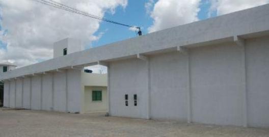 Em Gravatá, mulher é presa tentando entrar na cadeia com droga escondida na calcinha