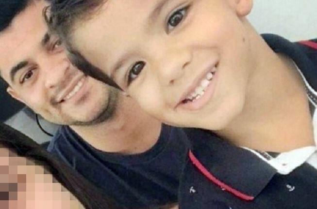 """Garoto de 4 anos morre após ser esfaqueado 20 vezes pelo seu """"padastro"""""""