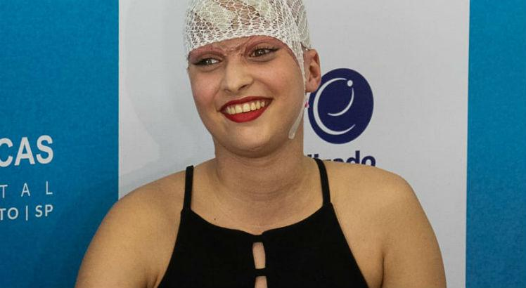 Garota que teve couro cabeludo arrancado em acidente de kart receberá alta amanhã (12)