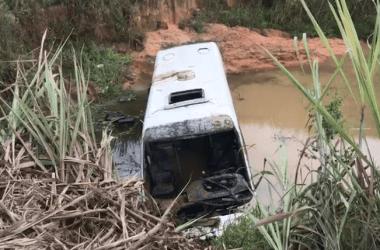 Buracos provocam acidente que resultou na morte de motorista de micro-ônibus