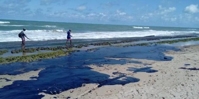 Turismo no litoral do Nordeste é prejudicado por conta das manchas de óleo; confira praias atingidas