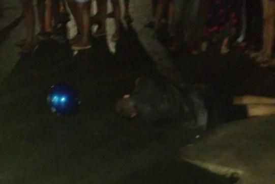 Jovem morto na frente de escola em Camocim de São Félix