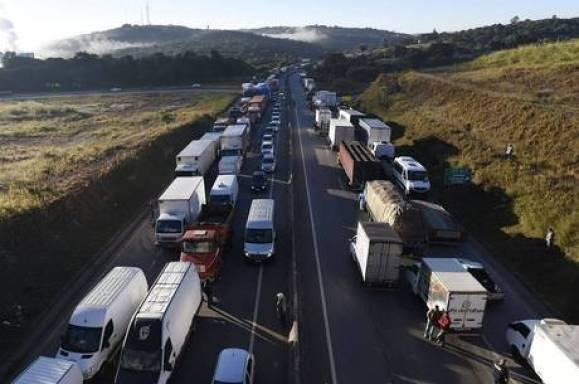 Hoje: Caminhoneiros fazem greve, mas sem fechar rodovias