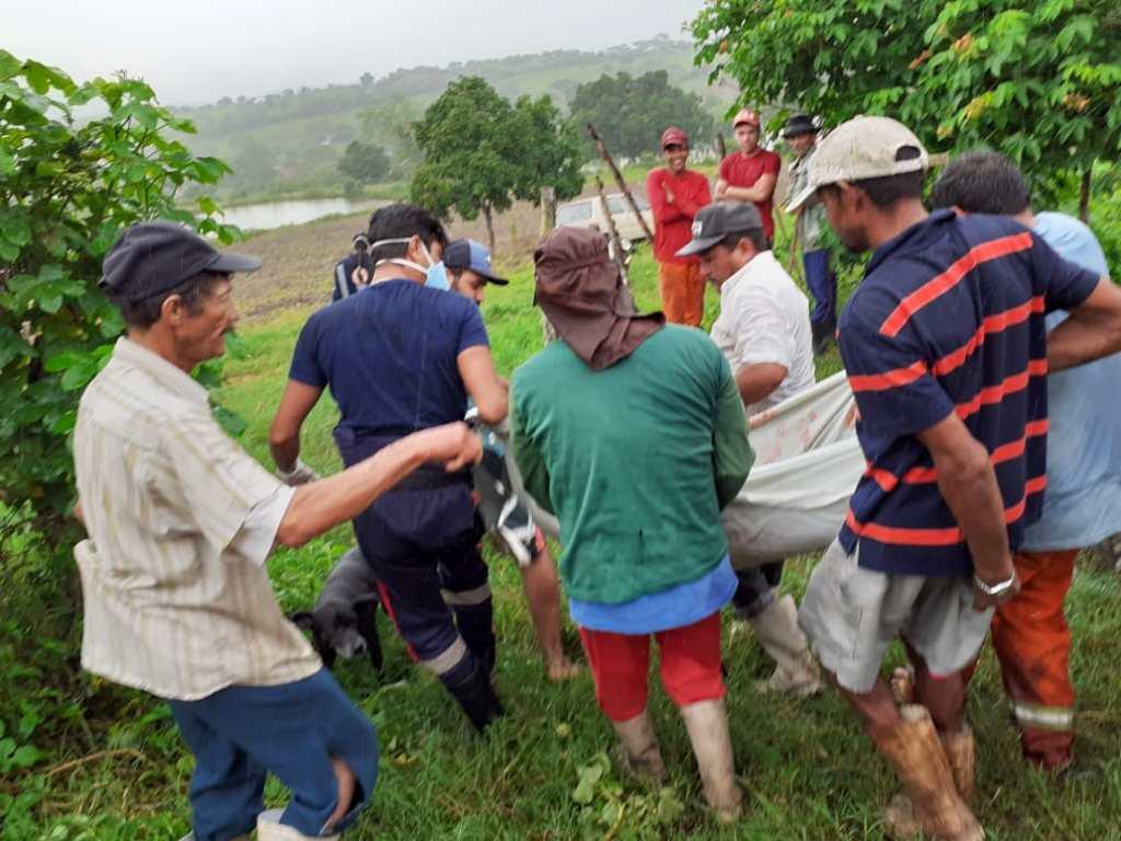 Agricultor leva chifrada de boi quando ordenhava vaca no Sítio Jabuticaba